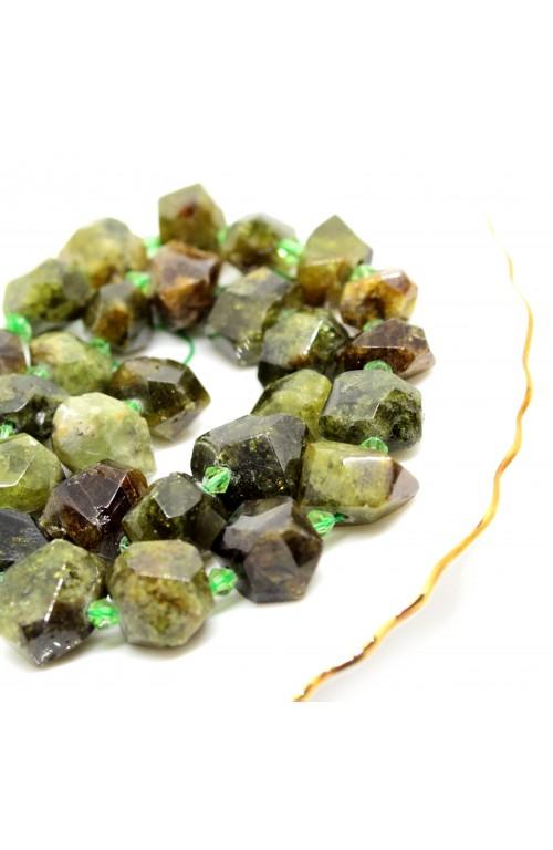 Зеленый гранат необработанный 100-831